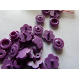 Flower shape purple snaps