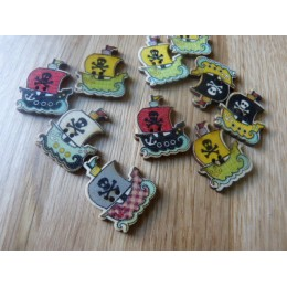 Pirate boat shape wood button 32 mm