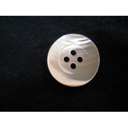 Button nacre 4 holes natural colour 22 mm